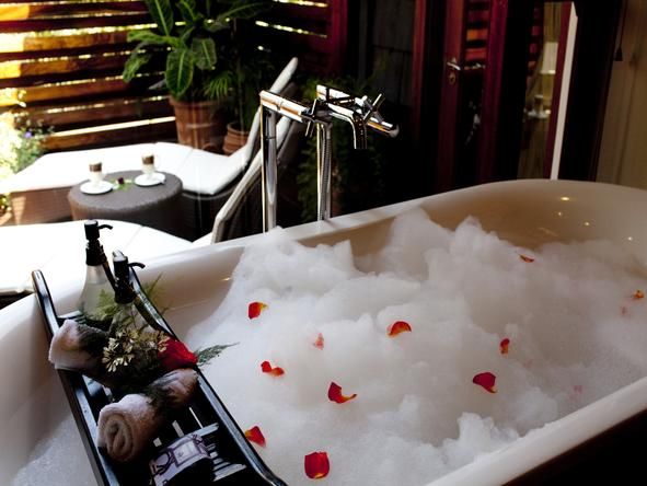 Arusha Coffee Lodge - romantic bath