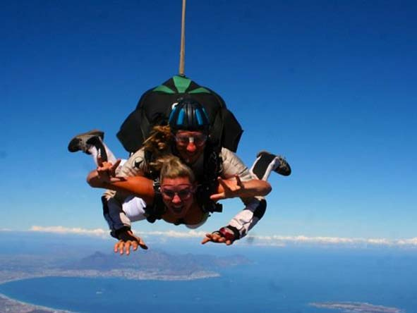 Ashley Groenevelt - skydiving over Cape Town!