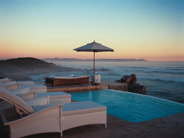 Birkenhead House - pool overlooking ocean
