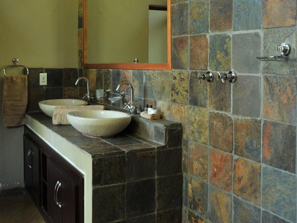 Black Rhino Game Lodge - Bathroom