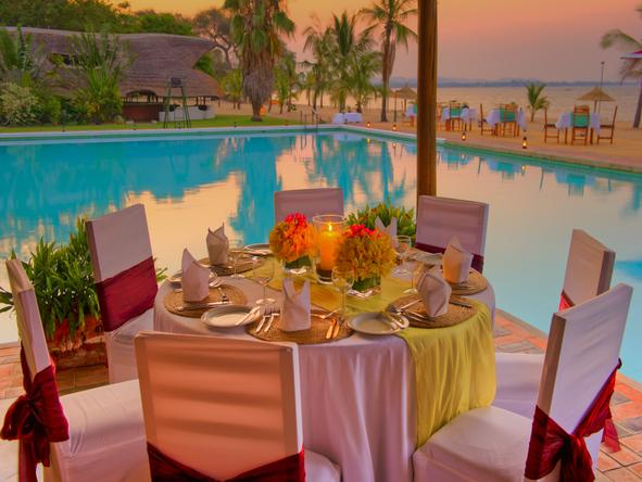 Club Makokola - dining beside pool