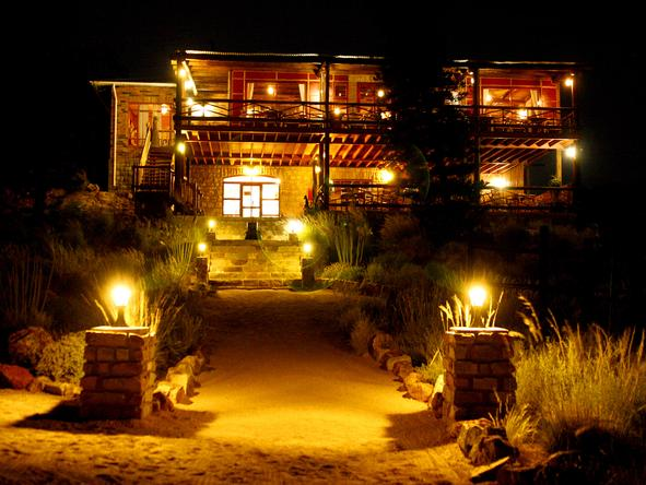 Desert Horse Inn - Klein-Aus Vista - At Night