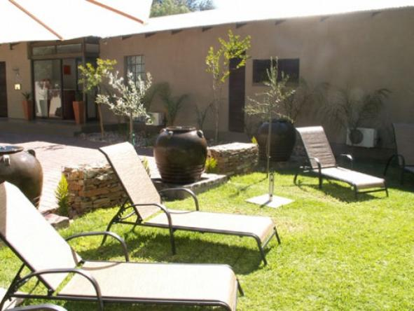 Elegant Guesthouse - sun loungers on lawn