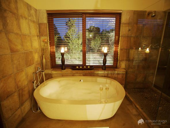 Elephant Plains Game Lodge - bathroom