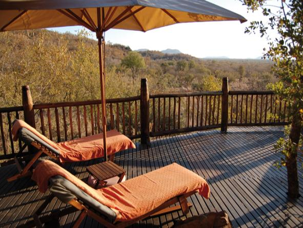 Etali Safari Lodge - Deck