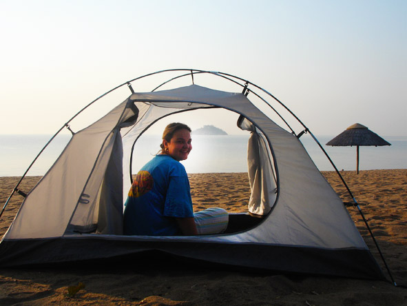 Gelle Ritchie - camping on the beach, without a flysheet!