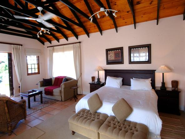 Hlosi Game Lodge - Bedroom