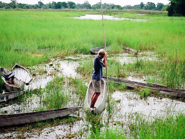 Ingrid de Wet - learning how to 'drive' a mokoro in the Okavango Delta