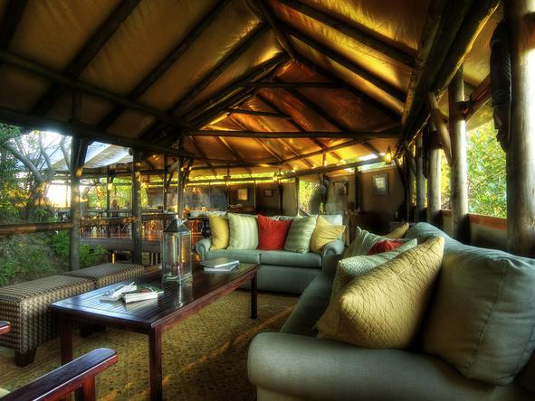 Kanana Lodge - main lounge
