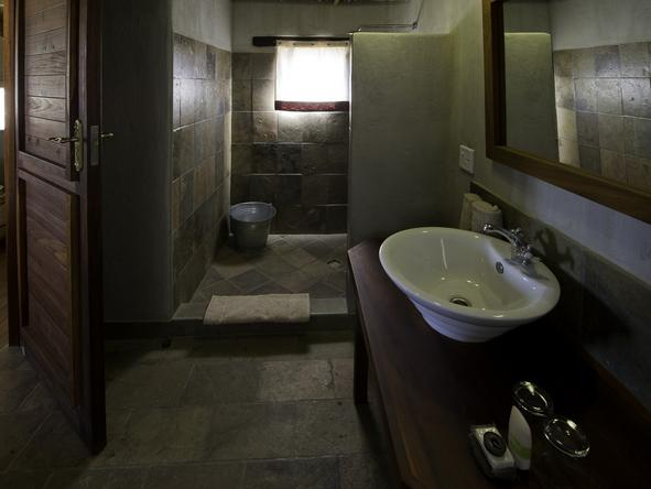 Kulala Desert Lodge - Bathroom