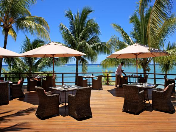 LUX Le Morne - deck dining