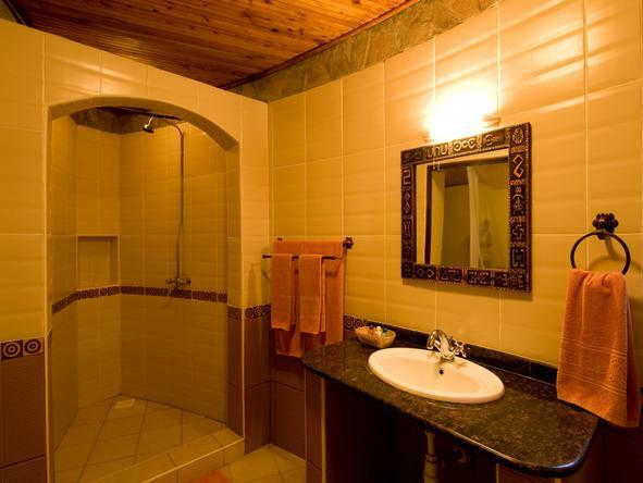 Masai Mara Sopa Lodge - Bathroom