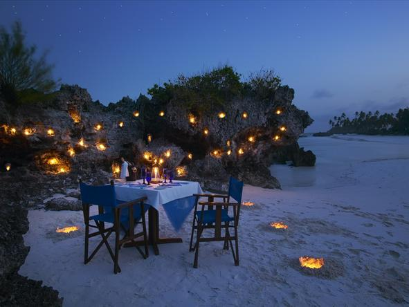Matemwe Lodge - dinner on beach