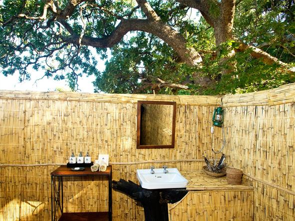 Mchenja Camp - Outdoor Bathroom