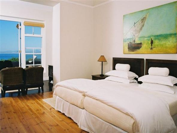 Ocean Eleven Guest House - Bedroom2