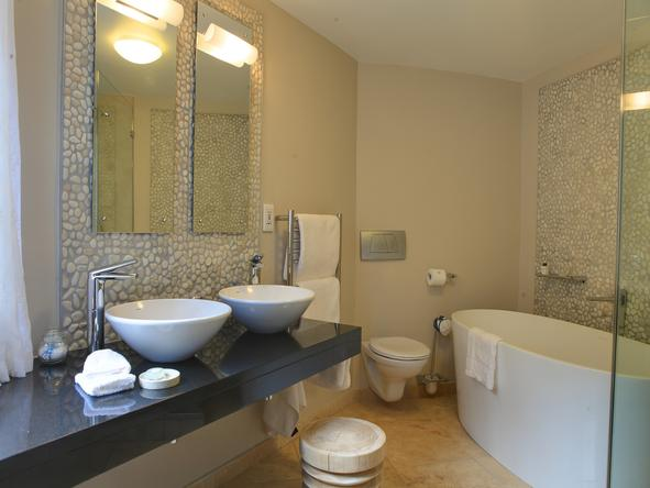 Periwinkle Guest Lodge - Bathroom2
