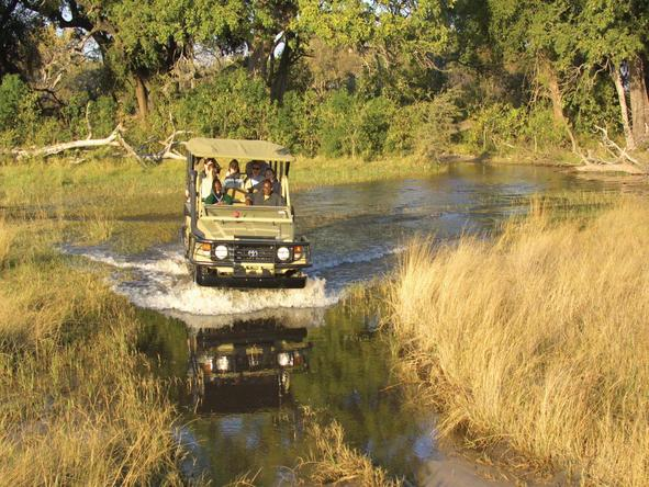 Pom Pom Camp - game drive through river