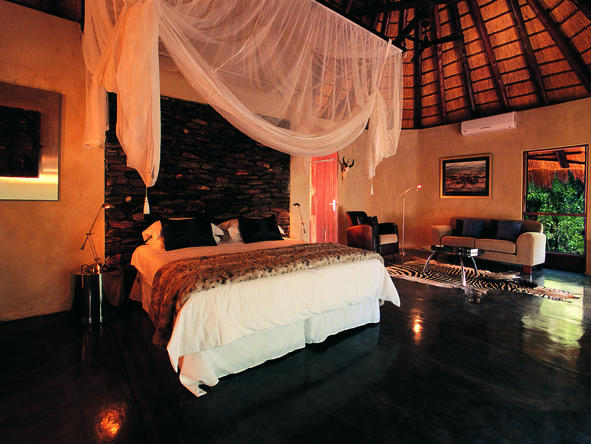 Pondoro Game Lodge - Bedroom1