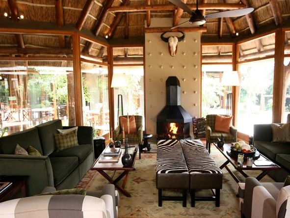 Pumba Msenge Bush Lodge - Lounge