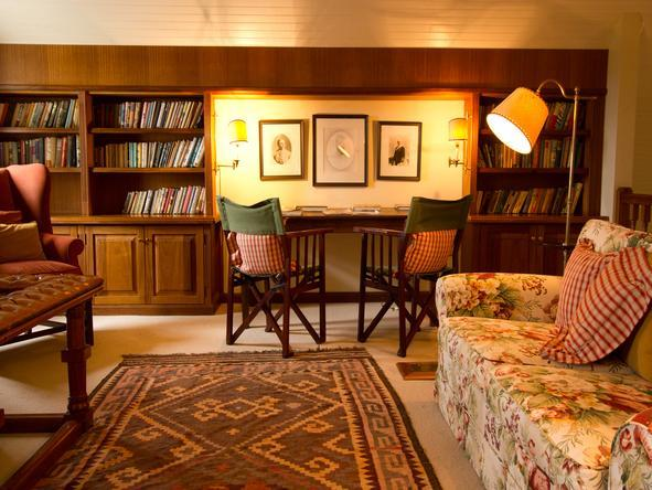 River Bend Country Lodge- Library