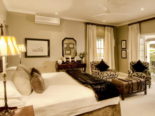 River Bend Country Lodge - Bedroom1