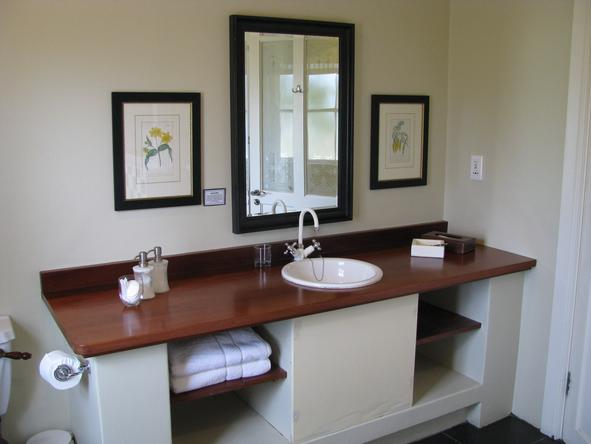 River Bend Country Lodge - Bathroom