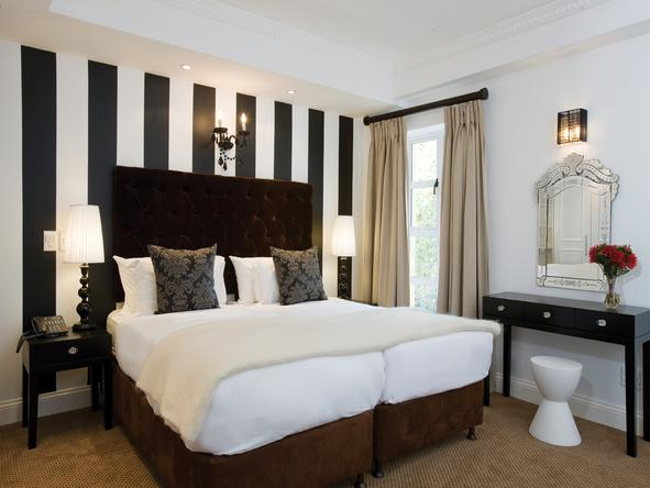 Romney Park Luxury Suites - Bedroom