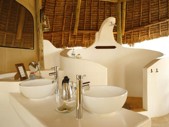 SaSaab Camp - gorgeous white bathroom