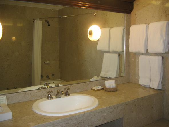 Safari Park Hotel - Bathroom