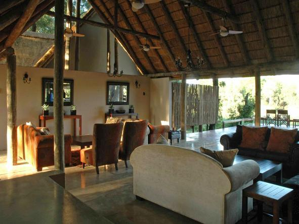 Simbavati River Lodge - Lounge