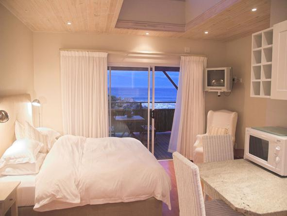 Singing Kettle Beach Lodge - Bedroom2