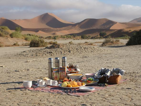 Sossusvlei Lodge - picnic in desert