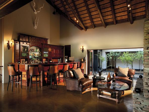 Tinga Legends Lodge - bar lounge