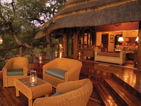 Tuningi Safari Lodge - Deck